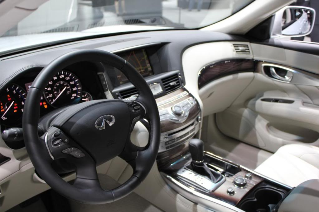 Infiniti M56 interior
