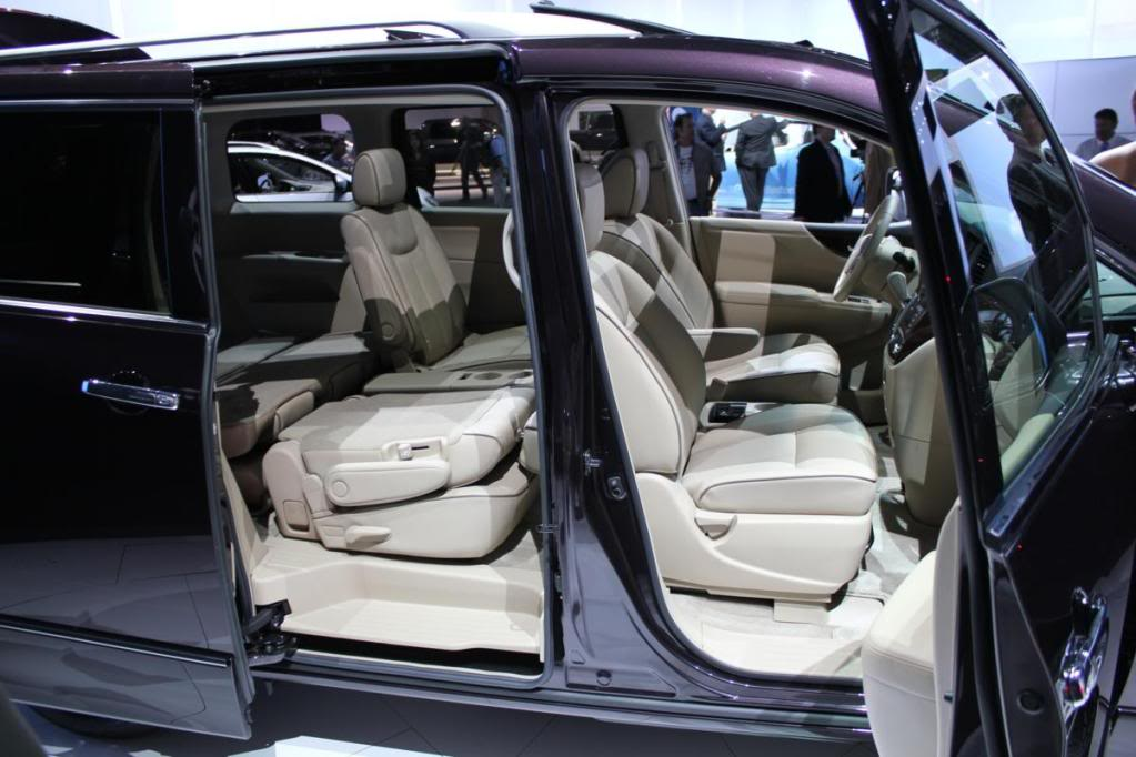 Nissan Quest seating