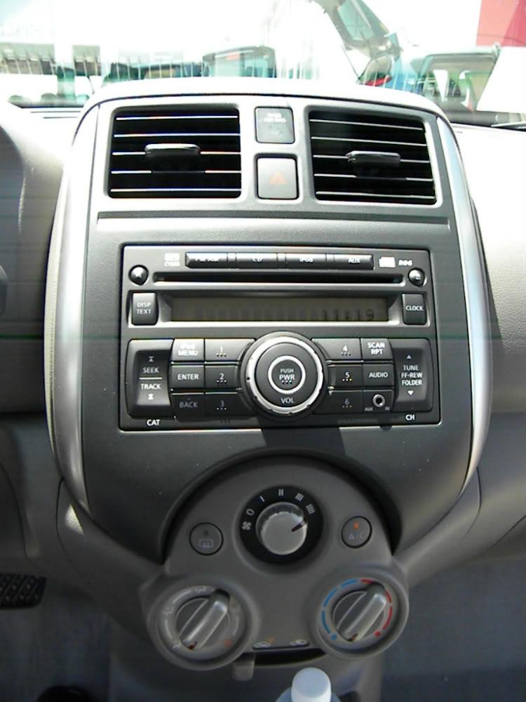 2012 Nissan Versa SV HVAC Controls